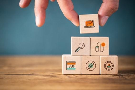 コンテンツマーケティングとSEOの違い&正しい手順で施策を行う方法のサムネイル