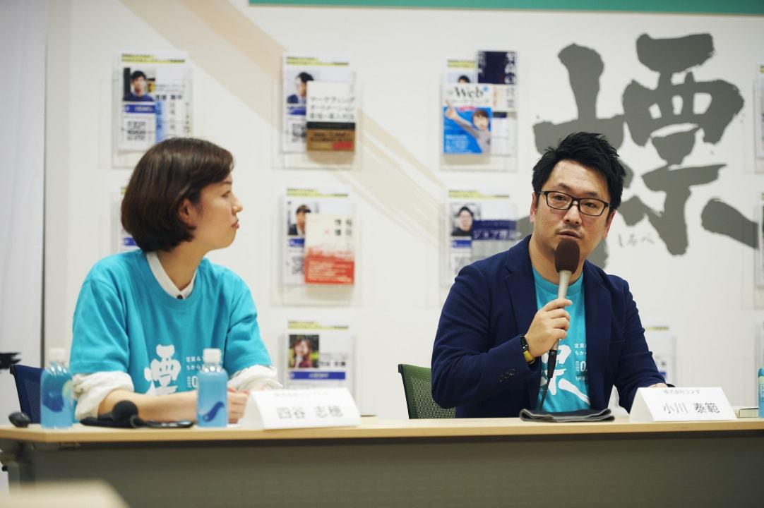 新人時代の問題解決方法について語る井上氏、四谷氏